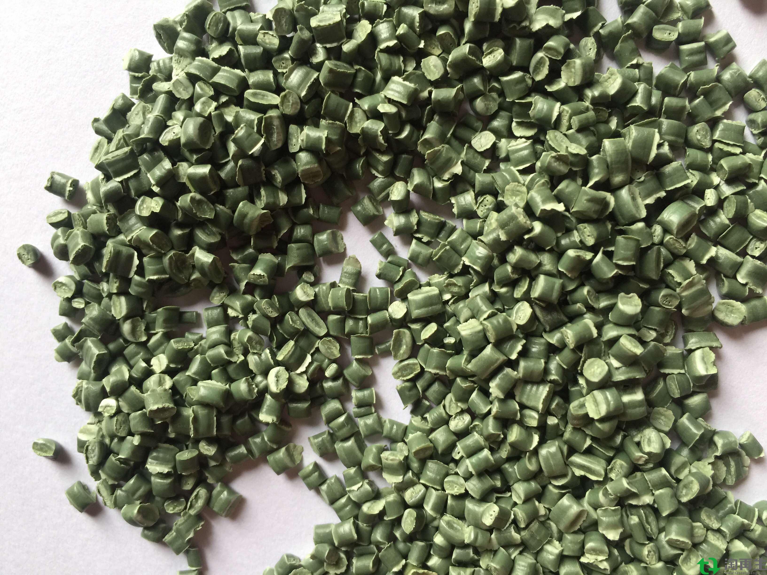 PP编织袋墨绿色再生颗粒