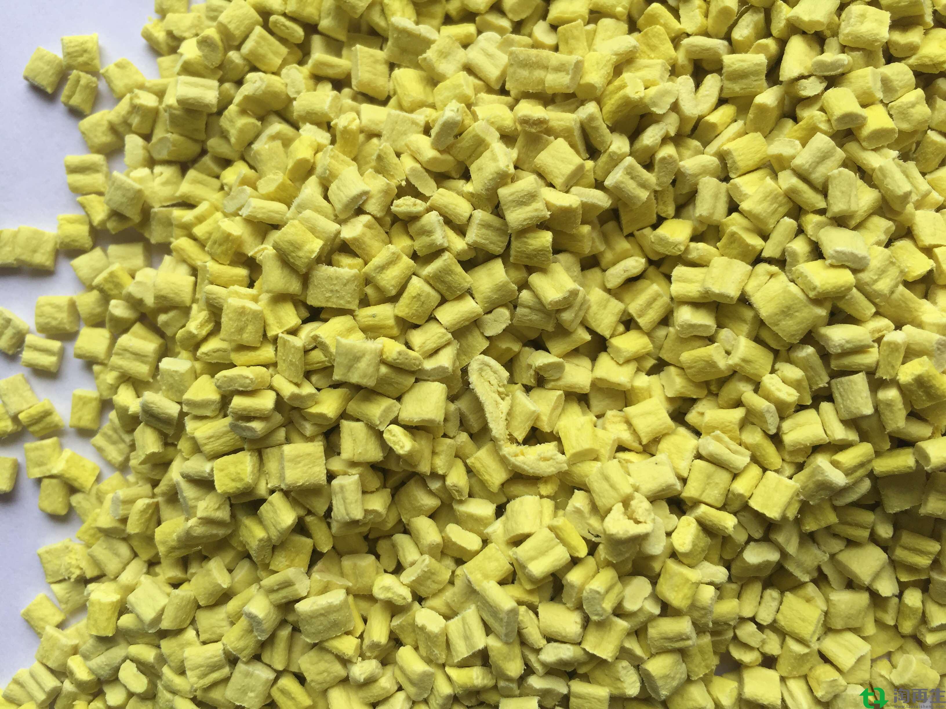 PP复合PE无纺布黄色再生颗粒